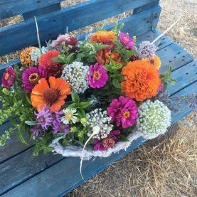 Centro floral zinnias y aromáticas